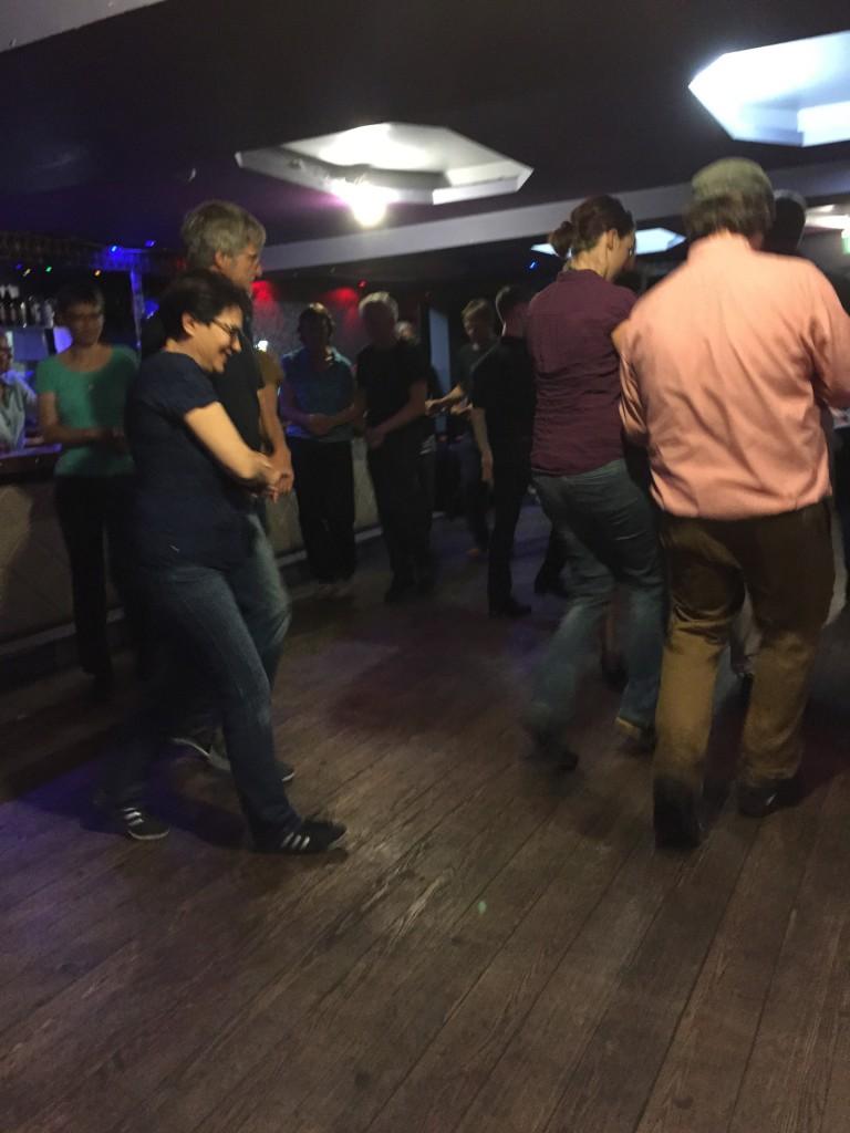 Wir tanzen mit