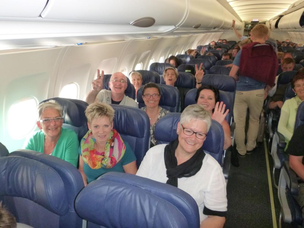 Glücklich im Flugzeug nach Zürich