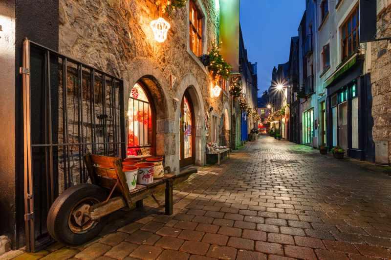 Galway bei Nacht