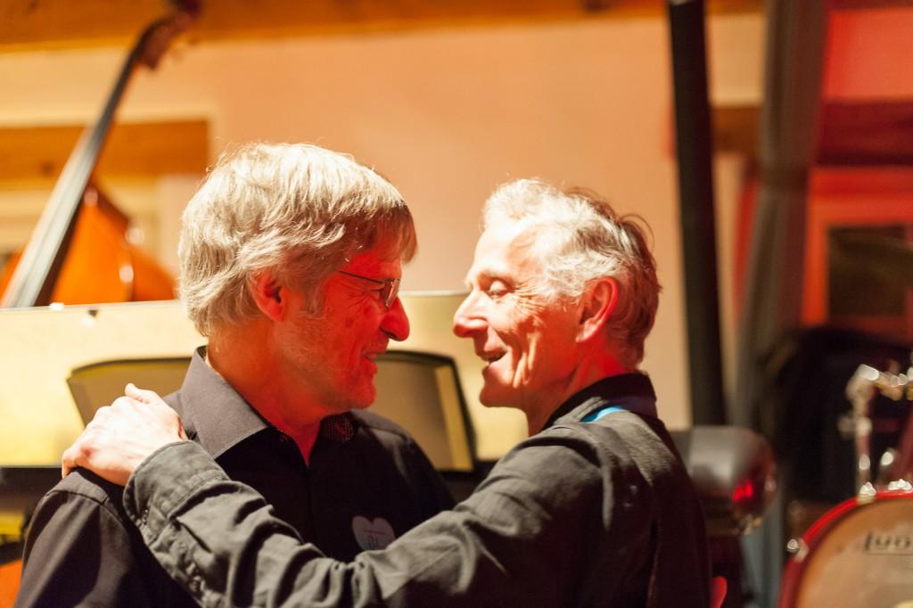 Gratulieren sich gegenseitig Dirigent & Bandleader